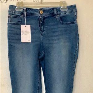 INC Skinny Leg Curvy fit Mid Rise jeans NWT